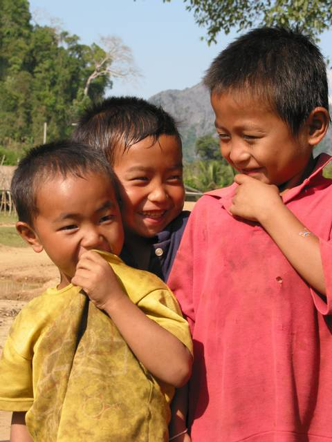childrenvangvieng3.jpg