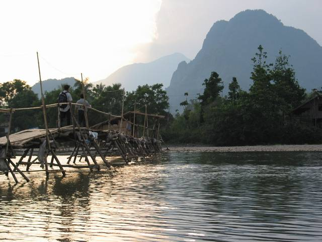 riverbridgevanvieng1.jpg